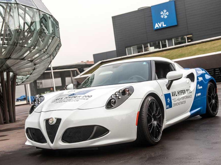 Масса автомобиля с новым двигателем AVL 2000, удельной мощностью 200 кВт/л, составит около 1000 кг