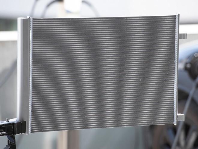 Mahle представила конденсатор нового типа для гибридных и электромобилей.